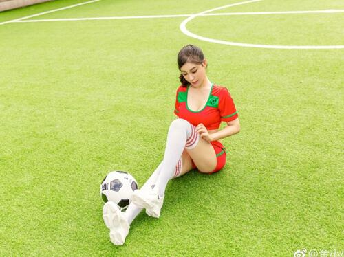 中國乳神足球寫真大秀豐乳小蠻腰